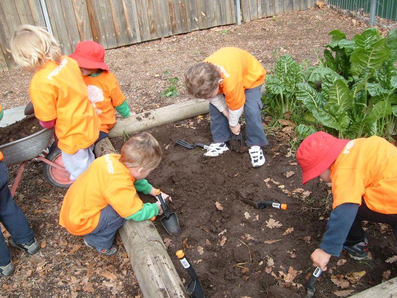 Kids planting 2