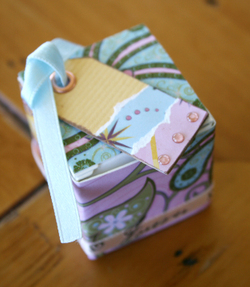 4cm_gift_box_72dpi_2